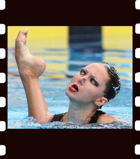 Kovács Anikó: Vajon kié lehet ez a láb?A brit Jenna Randall a budapesti szinkronúszó Európa-bajnokság páros selejtezőjében. A kép Humor-zsáner-bulvár kategóriában harmadik helyezést ért el.