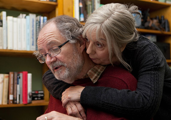 Mike Leigh brit rendező Még egy év című filmje elnyerte Cannes-ban a filmfesztivál Ökumenikus Zsűri díját.