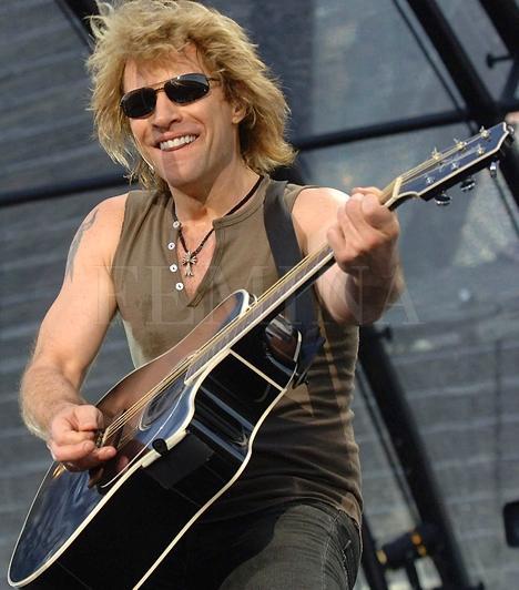 Bon JoviBár nem Magyarországra, hanem Bécsbe látogat el a Bon Jovi együttes, ha igazán rajongsz értük, nem létezik, hogy a - Budapesttől számított - 250 km távolság elvegye a kedved! Az Ernst Happel Stadionban 2011. július 22-én pénteken meghallgathatod a kiváló zenekart . Jegyedet erre a linkre kattintva rendelheted meg az Eventim hálózatában!