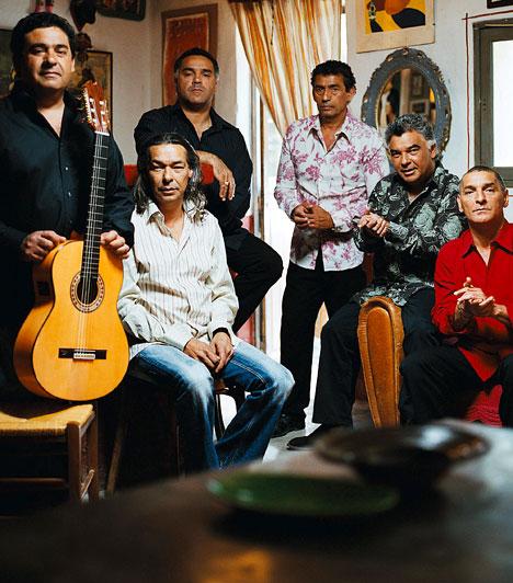 The Gipsy KingsA Gipsy Kings neve ma már egyet jelent falmencoval. A hetvenes években dél-Franciaországban alakult zenekar két zenészcsalád sarjaiból állt össze, hogy életvidám gitárjátékukkal meghódítsák a világot. Ha egy kis latinos hangulatra vágysz, kattints és váltsd meg jegyedet a 2011. május 7-i koncertre. A helyszín: Papp László Budapest Sportaréna.