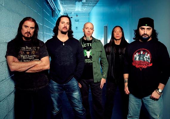 A Dream Theater A dramatic turn of events című fellépését február 17-én nézheted meg.