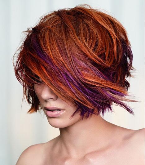 A tarkóról előrefésült haj sűrűbbnek mutatja a frizurát, de az élénk színek is látszatra megnövelik a hajad volumenét. Ha eltérő színű melírral is megbolondítod a hajadat, az még sűrűbbnek mutatja a kész frizurát.