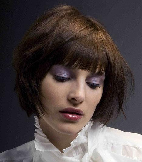 """A kócos, """"most keltem ki az ágyból"""" hatást egy kevés wax és az ujjbegyeid segítségével percek alatt elérheted, de csak rövid, legfeljebb a fülcimpád alá érő hajjal mutat jól. A bozontos frizura sűrűbbnek, erősebbnek mutatja a hajadat."""