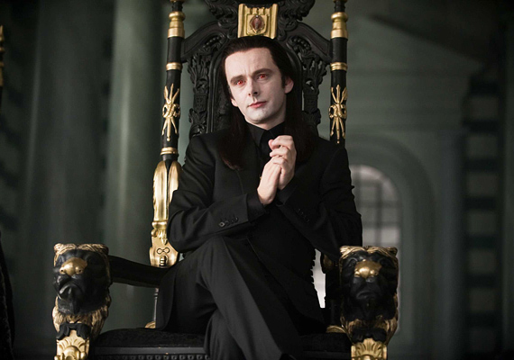 A Twilight saga negyedik epizódjának második felét, vagyis az Alkonyat - Hajnalhasadás II. rész című alkotást november 22-én mutatják be a hazai mozik.