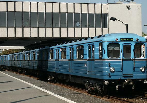 A BKV kis híján csődöt jelentett, de sokkal nagyobb gondot jelentenek az állandóan kigyulladó metrókocsik.