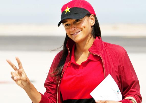 Az angolai származású Isabel dos Santos 2 milliárd dollárral rendelkezik, így a lista hatodik helyét foglalja el. A fiatal nőnek 25%-os részesedése van az egyik legnagyobb angolai telefonszolgáltató cégben, az Unitelben.