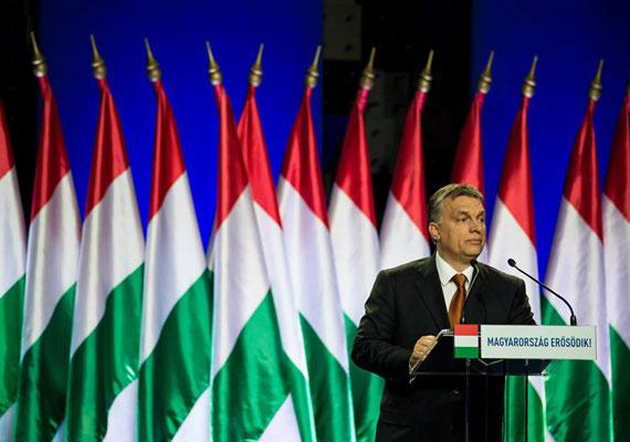 """""""Nehogy úgy járjunk, mint Tigris a Micimackóban, aki túlzásba vitte az ugrálást"""" - ezzel a hasonlattal élt a külpolitikai mértéktartással kapcsolatban Orbán Viktor idei évértékelőjében február 27-én. A beszédre pont akkor került sor, amikor több belharc is láthatóvá vált a Fideszen belül, ezért is volt különösen fontos, mit mond a kormányfő. A beszédben buzdította a sajátjait, míg az ellenzék és a liberálisok is megkapták a magukét Orbántól. Volt még székely anekdota és vicc az orgonáról is. A legjobb pillanatokat az Index gyűjtötte ki."""
