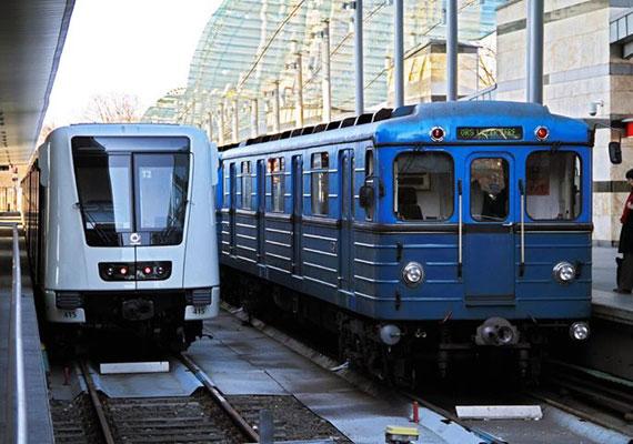 A 2-es és a 4-es vonalán is korszerű, jól szellőző, klimatizált és nem utolsósorban csendesen suhanó metrókocsik járnak. A 3-as vonalon 1976 óta ugyanazok a szovjet járművek teljesítenek szolgálatot.