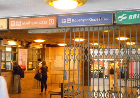 A budapesti 3-as metró 1976-ban került átadásra. Ezután több szakaszban, 1990-re érte el mai hosszát és állapotát. A gondok már a felszínen észlelhetők. Újpest-Városkapu megállónál már a jegypénztárak környéke is lehangoló.