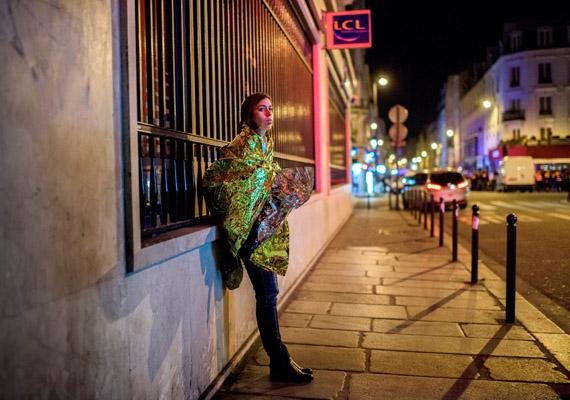 Bődey János felvétele a Sokkolta Párizst a terror éjszakája című sorozatából, mellyel megnyerte az első díjat a képriport kategóriában.