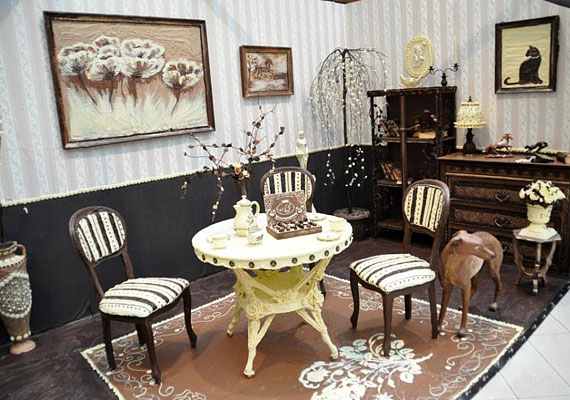 Az ínycsiklandó szobát november 18-án darabokra törték, és szétosztogatták a látogatók között.