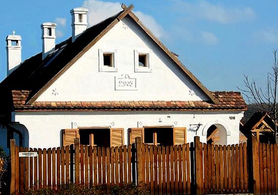 Orbán Viktor néha haza is megy, a képen felcsúti háza látható.