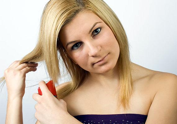 Hajlakkokból is lehet mini kiszerelést kapni, ami belefér a táskádba - ezzel bármikor kiigazíthatod, vagy akár teljesen átalakíthatod a frizurádat.