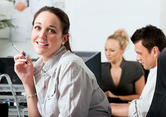 Maradj lelkes! Az elbocsátások idején sokaknak megrendül a bizalma a cégben, amelynél dolgoznak: ilyenkor fokozottan értékesnek számítanak azok a munkatársak, akik továbbra is lelkesek, és lojálisan viselkednek.