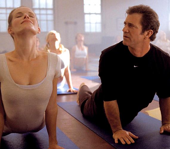 Mel Gibson 2000-ben derítette ki, hogy Mi kell a nőnek?, mikor is egy szerencsés balesetnek köszönhetően elkezdte hallani gondolataikat.