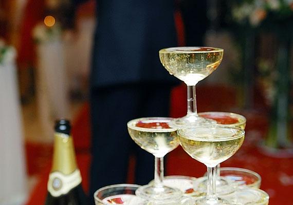 Talán maguk a franciák is meglepődnének rajta, de a pezsgőt valójában az angolok találták fel: a 16. században jellegtelen újbort importáltak Champagnéból, amit cukorral és melasszal erjesztettek.