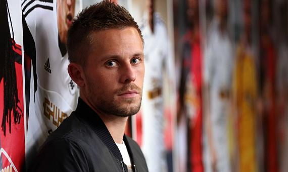 Gylfi Sigurdsson a Swansea-ben játszik az izlandi válogatotton kívül, ám a fotó alapján a modellkedés sem áll tőle egészen távol.