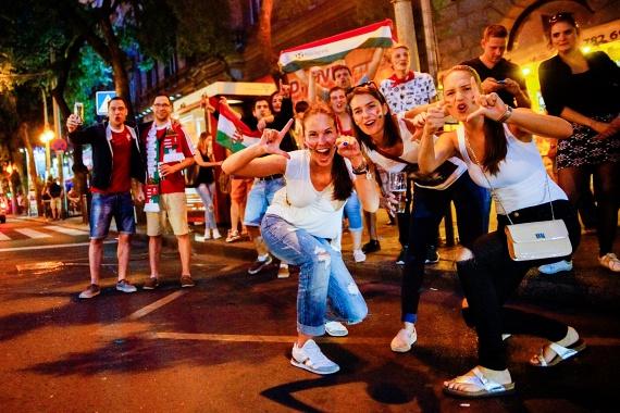 A Körúton spontán népünnepély kerekedett a győztes meccs után, a villamosok leálltak, az emberek énekeltek, és hihetetlenül boldogok voltak.