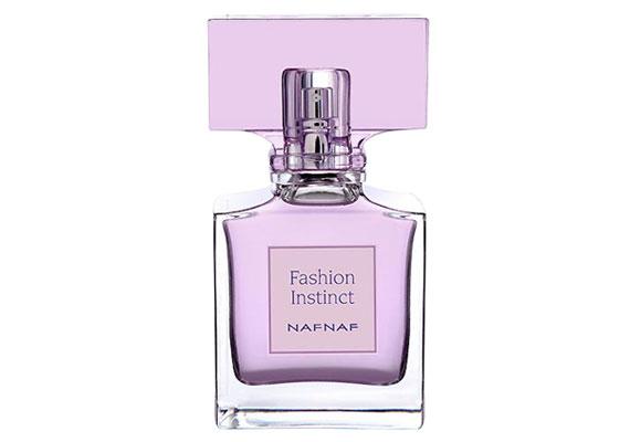 A Naf Naf Fashion Instinct EdT virágos, narancsos illat, összetevői között megtalálható a narancs, a ribizli, a cédrus, a barack és a vanília is. Ára 4950 forint.