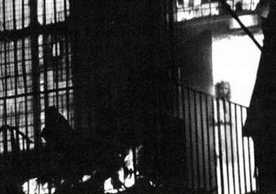 1995-ben készült ez a fotó, egy tűzvész kellős közepén, ám a közelben egy gyerek sem tartózkodott. A képen az 1677-ben, szintén tűzben elhunyt Jane Churm látható, aki égve felejtette a gyertyát - ez pedig a vesztét jelentette.