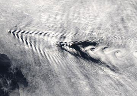 A különös felhőt egy NASA-szatelit örökítette meg a Washington D.C. felett - a tárgynak, ami ilyen örvényt okoz, állítólag 6-9 ezer kilométer/órás sebességgel kellene száguldania.