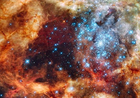 A nagy csillagcsoportot a Hubble űrteleszkóp rögzítette a Tejútrendszerben. Kattints ide a nagy felbontású képért!
