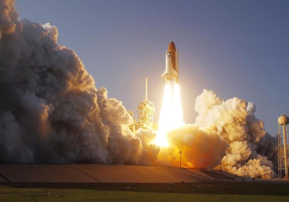 A Discovery űrhajó kilövése 2011. február 24-én. Kattints ide a nagy felbontású képért!