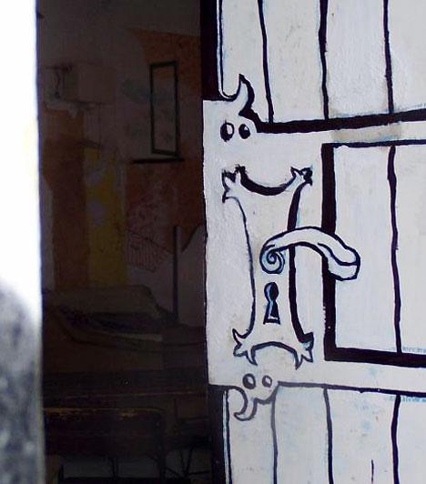Kuplung  A Király utcai Kuplung 2004. óra várja a művészeti előadásokra, kiállításokra, koncertekre, filmvetítésekre szomjazó közönségét. A 600 m2 összterületű csarnokban mindent megtalálsz, ami ahhoz kell, hogy végre kiengedd a feszültséget, és egy óriásit bulizz, vagy csak lazíts kicsit.  Kép forrása: www.kuplung.net