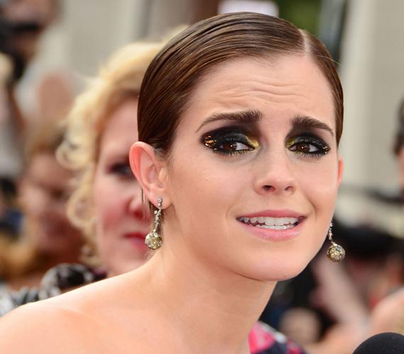 Emma Watson az utolsó Harry Potter film bemutatóján olyannyira túlsminkelve jelent meg, hogy gyakorlatilag minden másról elvonta a közönség figyelmét, de sajnos rossz értelemben.