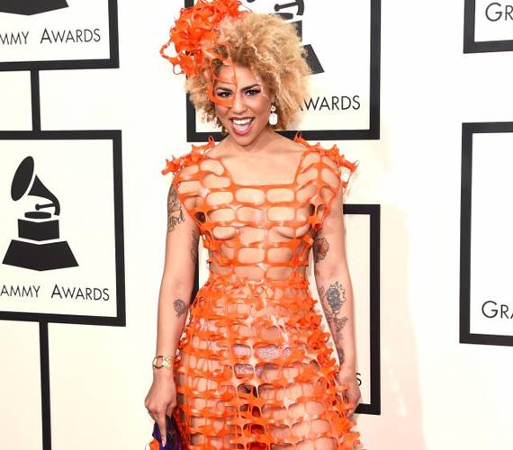 Joy Villa, egy kevésbé ismert hollywoodi színésznő, a 2015-ös Grammy átadón jelent meg ebben az építkezéseken használt anyagból kanyarított ruhában.