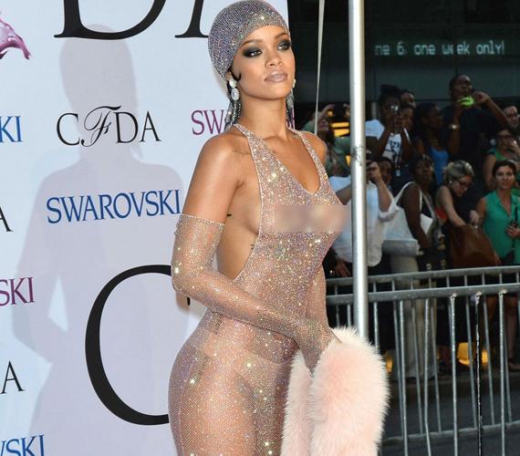 Rihanna folyamatos provokációjának egyik csúcspontja a 2014-es New York-i CFDA díjátadó gálája volt, ahol egy kristályokkal kirakott, teljesen áttetsző ruhadarabban jelent meg, gyakorlatilag meztelenül.