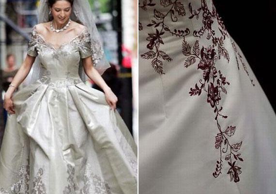 A Mauro Adami tervezte ruha 40 méternyi anyagból készült, és a finom, hímzett díszítés teszi egyedivé - az ára pedig több mint 400 ezer dollár.