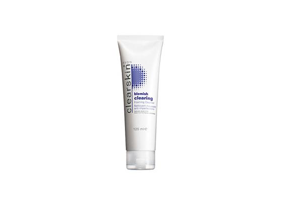 Az Avon habzó arctisztítója láthatóan tisztábbá teszi a bőrt, mégpedig anélkül, hogy szárítaná azt. Segít csökkenteni a pattanások méretét és pirosságát.