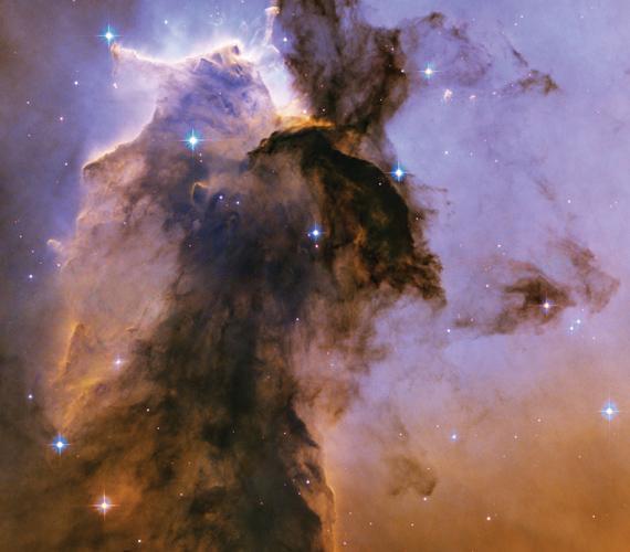 A Földtől 7500 fényévre található Sas-köd hidrogéngáz felhőiből alakult ki. A köd a születő csillagok valódi inkubátora.