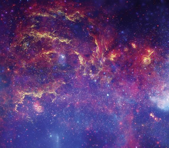 A képen a Hubble-űrteleszkóp jóvoltából a Tejút-galaxis szíve látható minden korábbinál tisztábban és fényesebben.