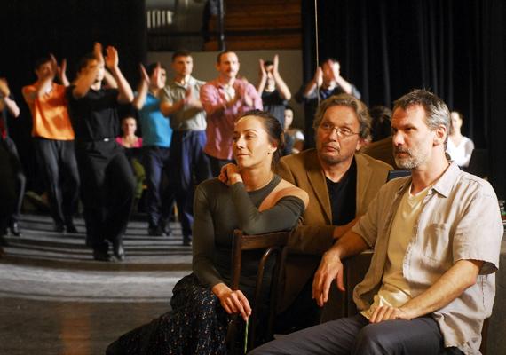 A halálba táncoltatott leány című magyar film főszereplői Hules Endre és László Zsolt, a filmet november 10-től vetítik a mozik.
