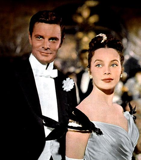Gigi  9 Oscar-díjat ért a Gigi című akotás Az 1958-as film a századforduló Párizsának nyüzsgő, nagyvilági életébe kalauzol. Gigi, a fiatal, ártatlan, csinos lány sorsa már születésekor megpecsételődött. Nagyanyja kurtizánnak neveli, hogy biztos megélhetést biztosítson a lánynak, mint a gazdag Gaston Lachaille szeretője.
