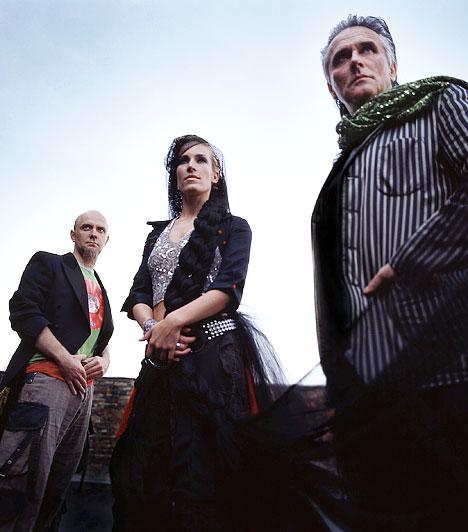 The Balkan Fanatik  2002-ben alakult az együttes, melynek későbbi debütáló albuma 2004 legjobb World Music lemeze lett. Ugyanebben az esztendőben dalaik a MIX és a Nyócker című filmekben is hallhatóak voltak. Zenéjük elektronikus alapokon szólal meg és a rap, valamint a népzene elemeit vegyíti magába.