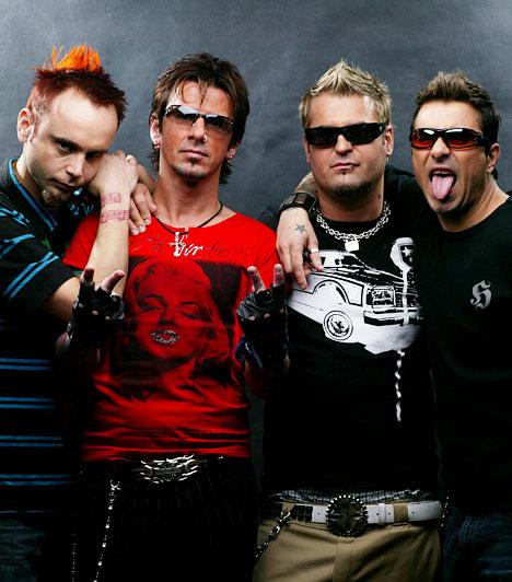 Hooligans  Első albumuk 1997-ben jelent meg Nem hall, nem lát, nem beszél címmel. Alapvetően populáris rockzenét játszanak némi funkos, grunge-os beütéssel. 2011-ig hét albumuk jelent meg, az együttes országszerte rendszeresen koncertezik.