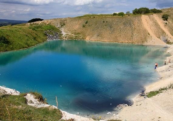 Távolról lenyűgöző látványt nyújt a kék lagúna.