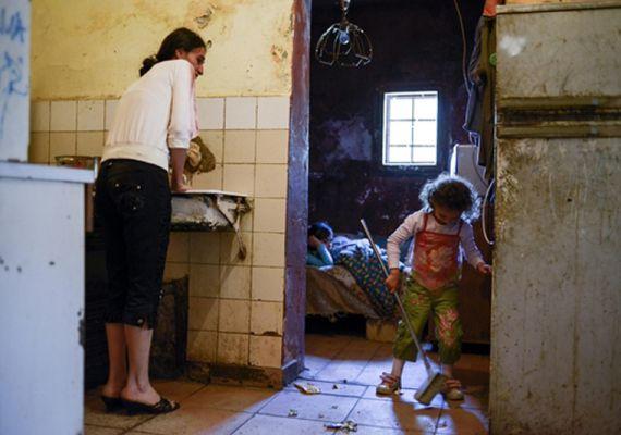 2015-ben még félmillió ember él olyan lakásban, ahol nincs mosdó és mellékhelyiség sem.