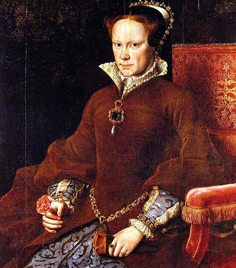I. (Véres) Mária  VIII. Henrik és Aragóniai Katalin lánya öccse, VI. Edward halála után került Anglia trónjára. Születése óta hithű katolikus volt, aki azzal a megrögzött céllal kormányzott, hogy a katolicizmust visszaállítja az országban. Protestánsok és más eretnekek tömegeit végeztette ki, közembereket éppúgy, mint prominens udvari személyeket, közöttük a Canterbury érseket, Thomas Cramnert. Uralkodása ideje alatt Anglia hanyatlott, az emberek pedig féltek - nem véletlenül nevezték el Véres Máriának.  Kapcsolódó galéria: 15 ember, aki megváltoztatta a történelmet »