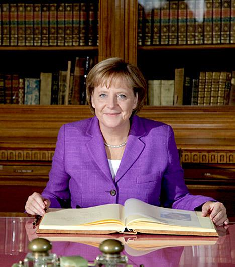 Angela Merkel  A Német Szövetségi Köztársaság nyolcadik kancellárja. Elődje Gerhard Schröder. 2005. november 22-én választották hivatalosan kancellárrá, a második világháború utáni Németország második nagykoalíciójának vezetőjévé. Merkel az első női kancellár az ország történetében.