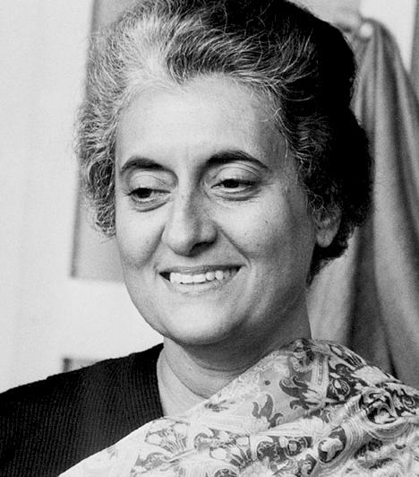 Indira GandhiIndia ötödik és nyolcadik miniszterelnöke. Indira Gandhi két cikluson keresztül töltötte be ezt a posztot. Bár nő lévén azt hihették, hogy a legfőbb állami méltóságba kerülve passzív szerepet fog betölteni, ő nem így tett.1984-ben két szikh testőre gyilkolta meg, halálát követően etnikai zavargások törtek ki, melynek során India sok ezer szikh lakója halt meg.