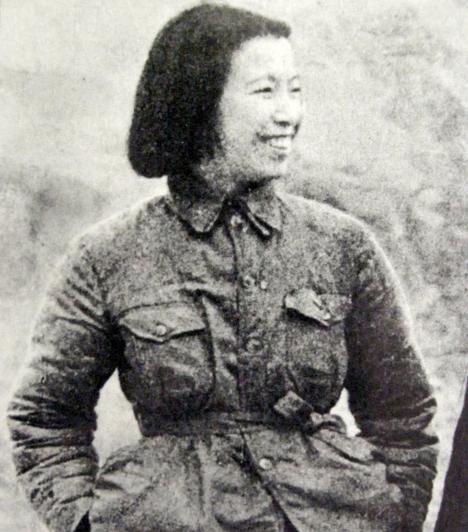 Jiang Quing  Kínai diktátor, aki 1936-ban csatlakozott a kommunista párthoz. Három társával együtt ők uralkodtak Kína összes kulturális intézményén, elrendelve számtalan könyv és festmény megsemmisítését.  Emellett Jiang Quing felelős a kínaiak erőszakos üldöztetéséért is, amelyek során félmillió ember vesztette életét.