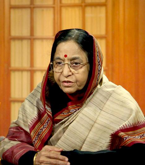 Pratibha PatilIndia első női elnöke, a választásokat 2007-ben nyerte meg. Karrierjét ügyvédként kezdte, majd politikusként folytatta 27 évesen.A 76 éves elnök Maharashtra állam kormányában különféle miniszteri posztokat töltött be, 2004-ben választották meg Rádzsasztán állam kormányzójának. Elnöki pozícióját öt évig tarthatja meg, ez idő alatt ő irányítja a hadsereget.