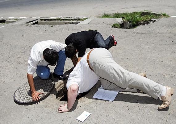 A csatorna-karbantartók élete sem lehet könnyű. Tulajdonképpen ők takarítják el egy egész város mocskát.