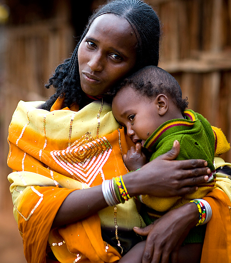 EtiópiaA világ egyes országainak gazdasági fejlettségi szintje igen eltérő. A GDP, az analfabetizmus mértéke és a foglalkoztatottsági arány mind olyan paraméter, mely segít képet adni az adott ország gazdasági helyzetéről.Etiópia a világ egyik legszegényebb országa: teljesen eladósodott, adósságállománya több, mint bevételének 50%-a.