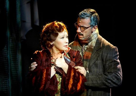Horn Mici szerepében Udvaros Dorottyát - illetve a másik szereposztásban Siménfalvy Ágotát - láthatod.