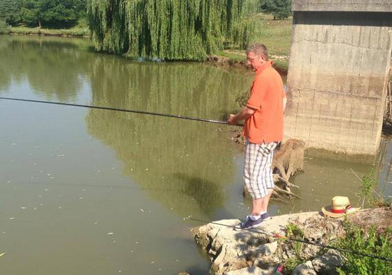A volt miniszterelnök, Gyurcsány Ferenc állva szeret horgászni. Elmondása szerint a nagycsepelyi horgásztavon sajátos élmény kifogni a halakat.